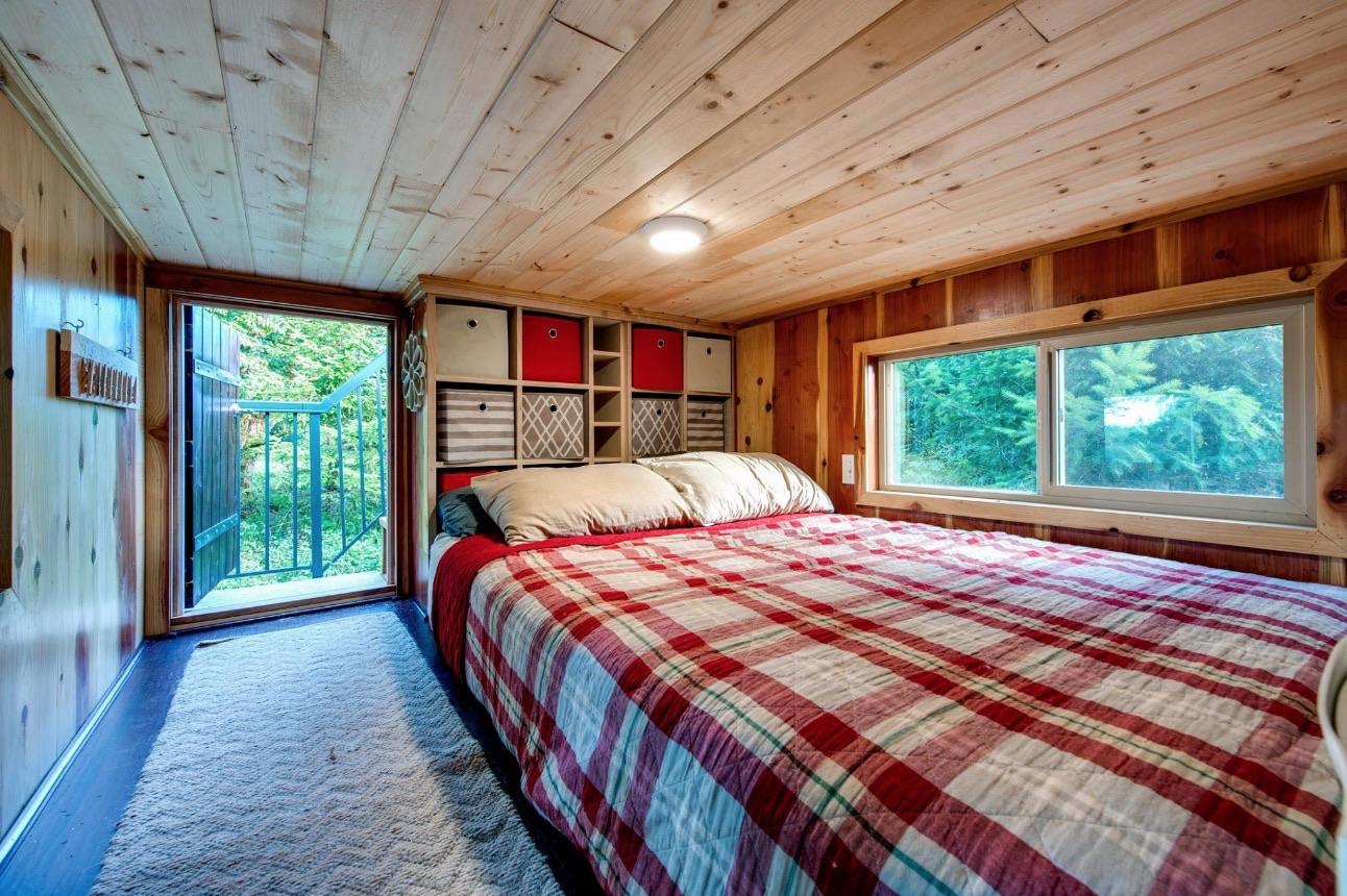 Деревянная отделка дома для семьи с питомцами