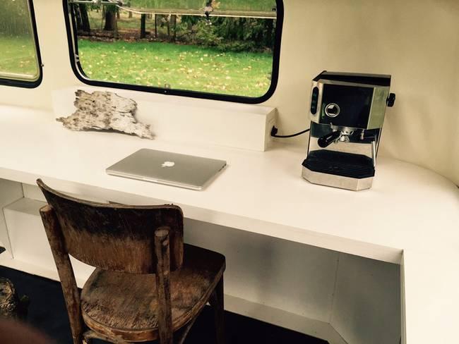 Дом фургон на колёсах подойдет офисным работникам