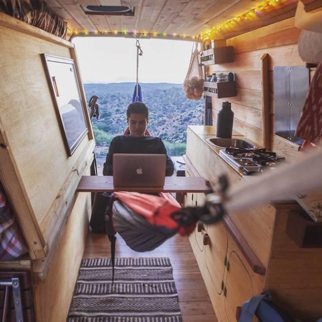 Дом на колёсах в микроавтобусе