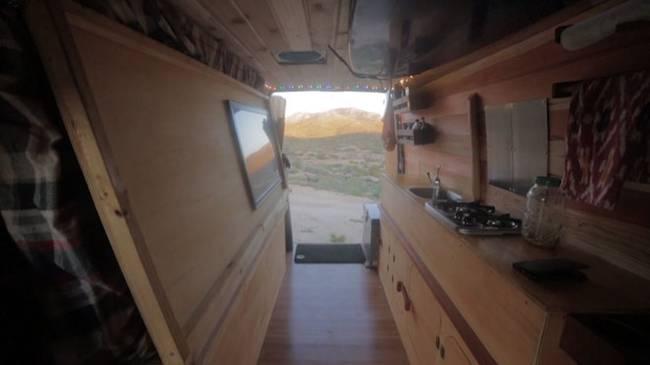 Кухня в доме на колёсах