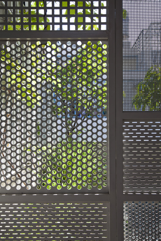 Стена из решёток в доме от DD concept