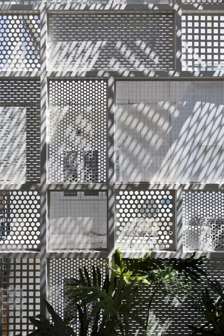Фасад дома из решёток