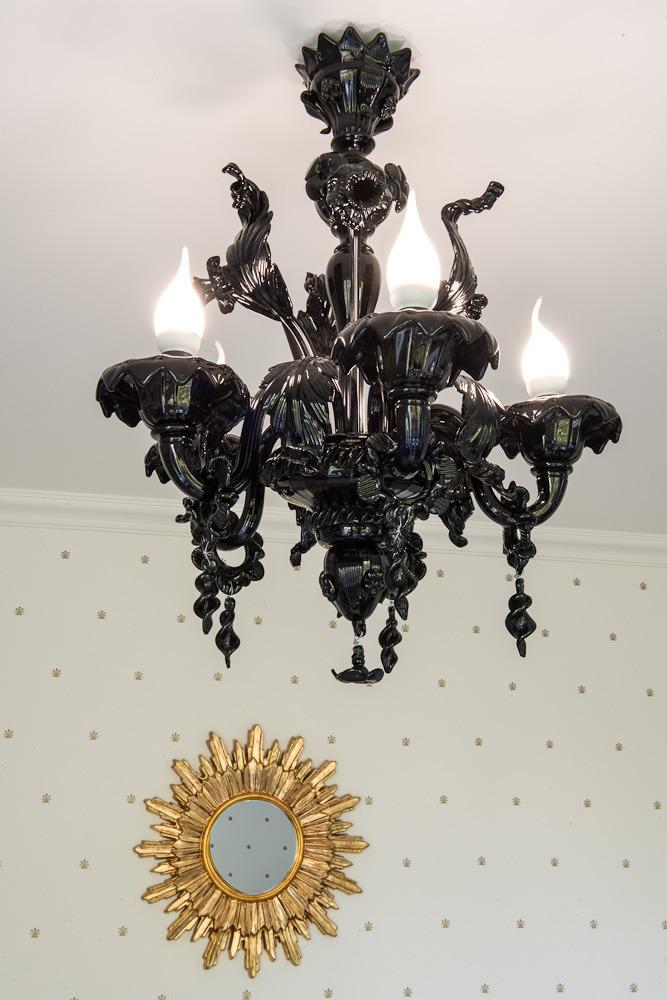 Люстра в роскошных апартаментах от Марии Дадиани