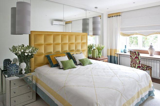 Спальня светлой квартиры-студии в России