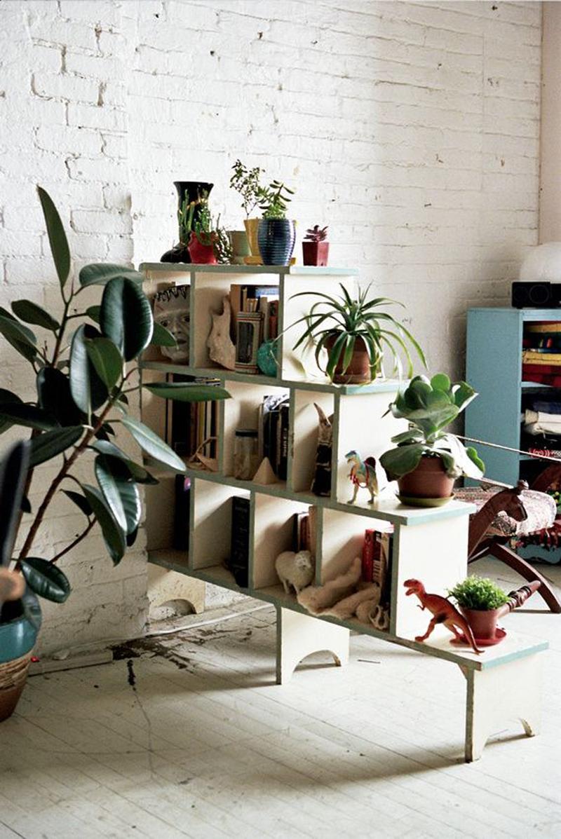 Вертикальная перегородка из книжных полок