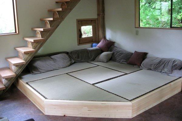 Необычный маленький лесной домик (фото)