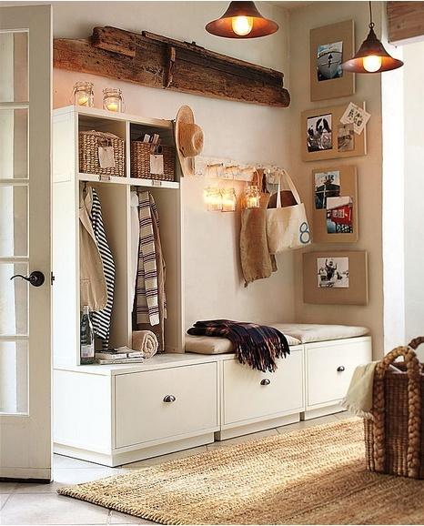 Оригинальный шкаф в прихожей