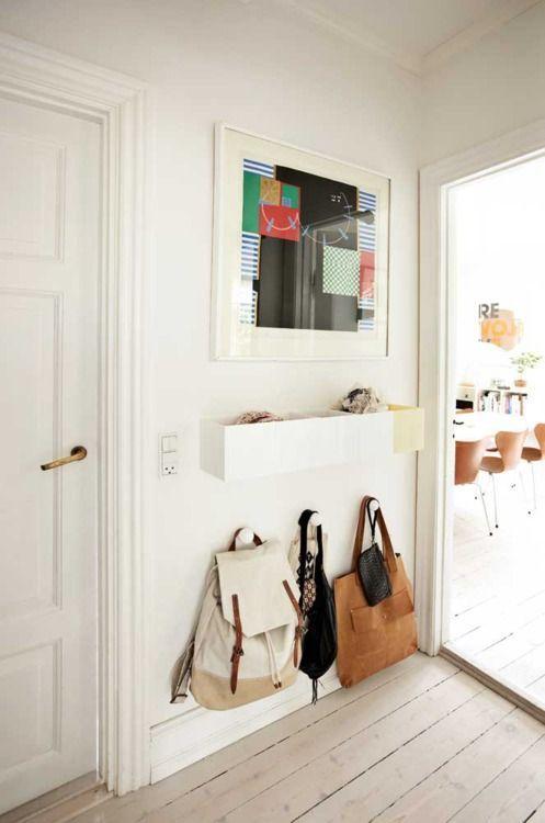 Крючки для сумок в прихожей