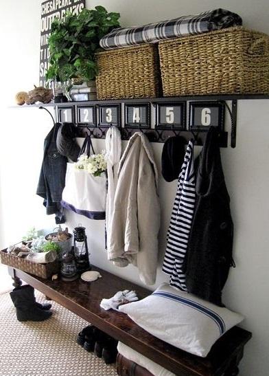 Крючки для одежды в прихожей