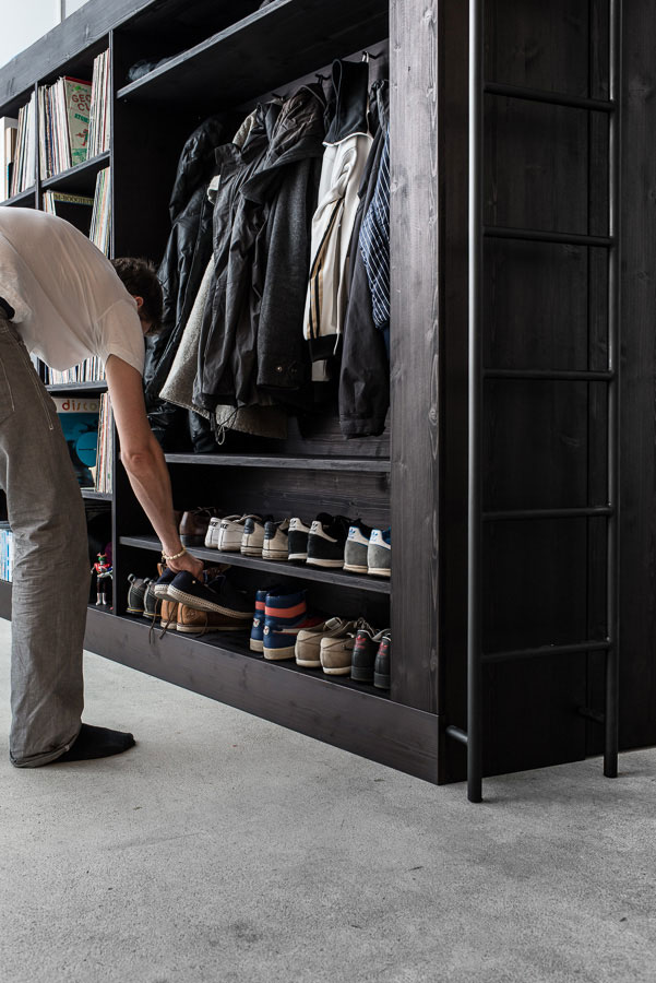 Вместительная гардеробная для маленькой квартиры