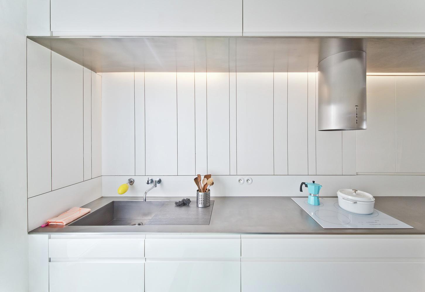Стальные элементы на кухне