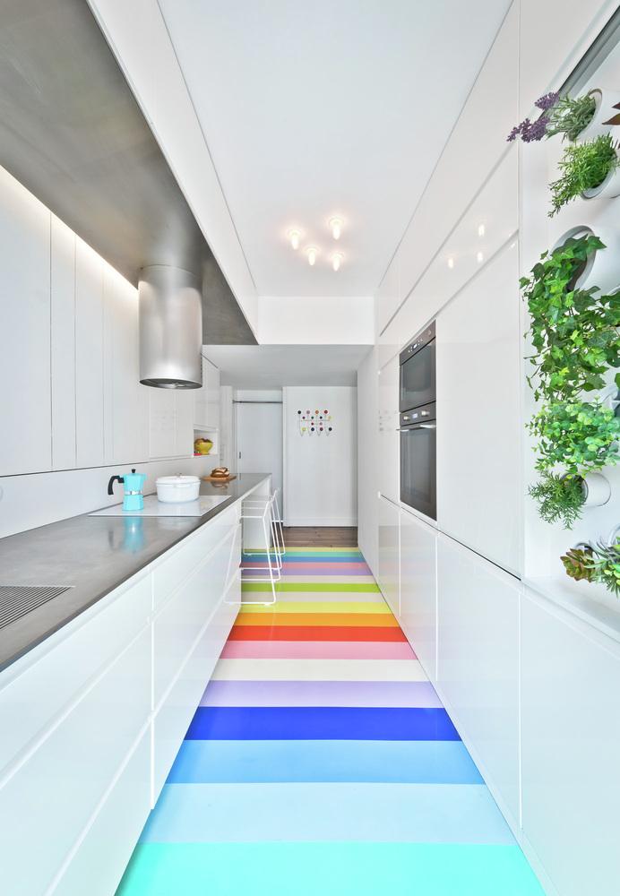 Функциональная стена в интерьере кухни