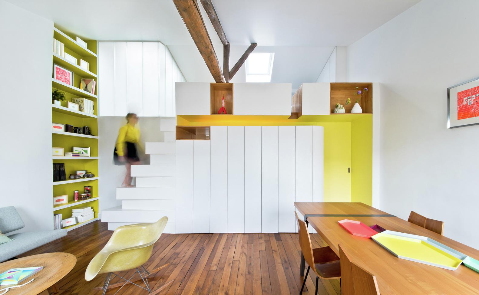 Функциональная стена в интерьере маленькой квартиры