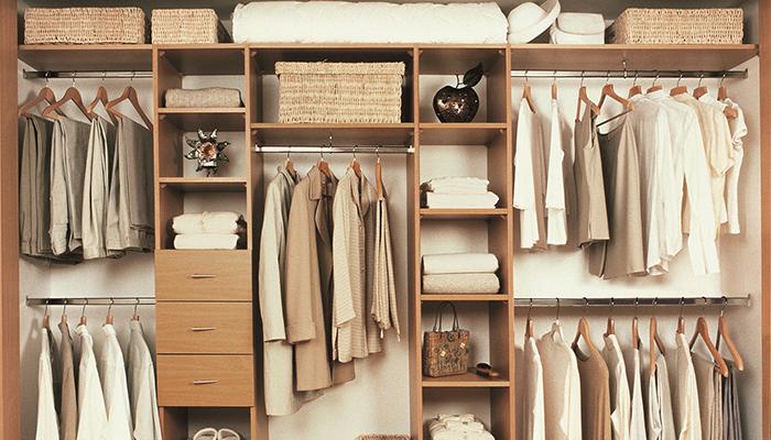 Открытый шкаф с выдвижными ящиками