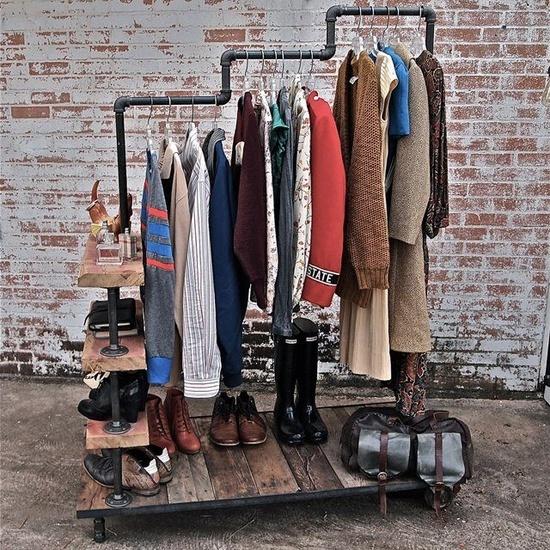Стильный открытый гардероб