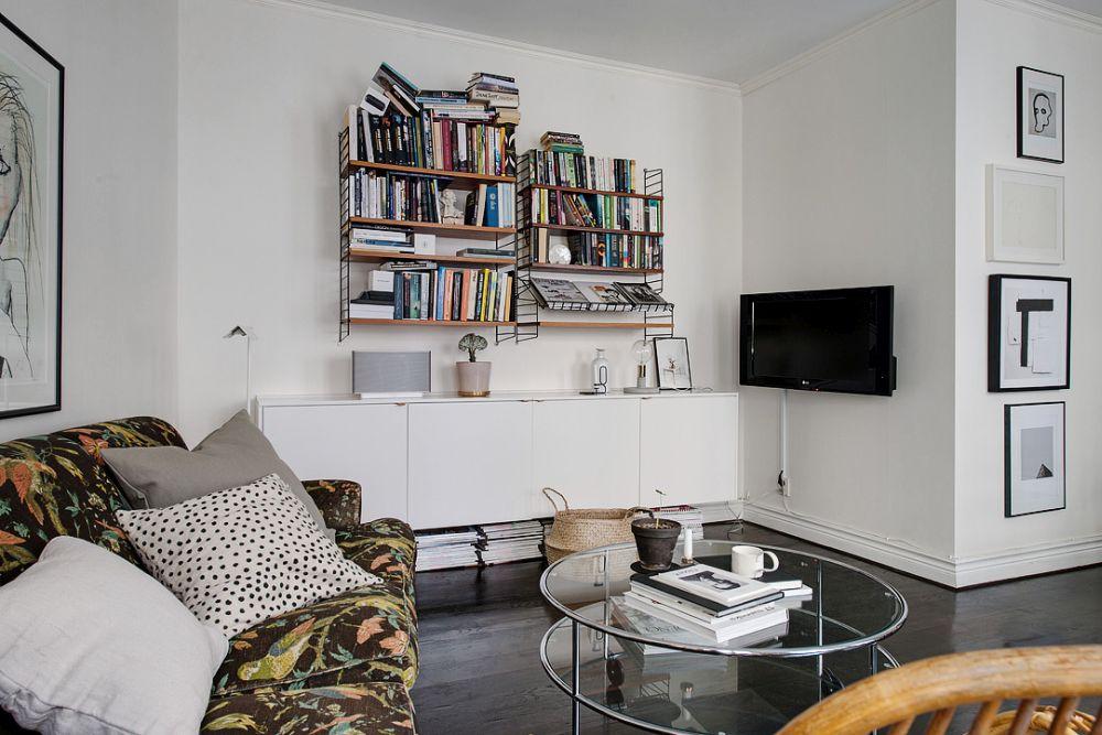 Стеклянный журнальный столик в гостиной