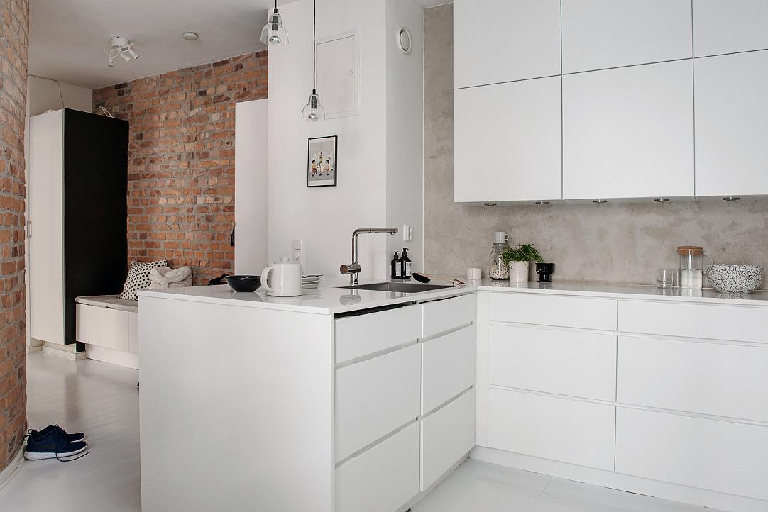 Белая глянцевая кухонная мебель