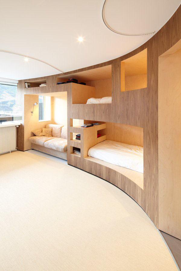 Круговая мебель в гостиной