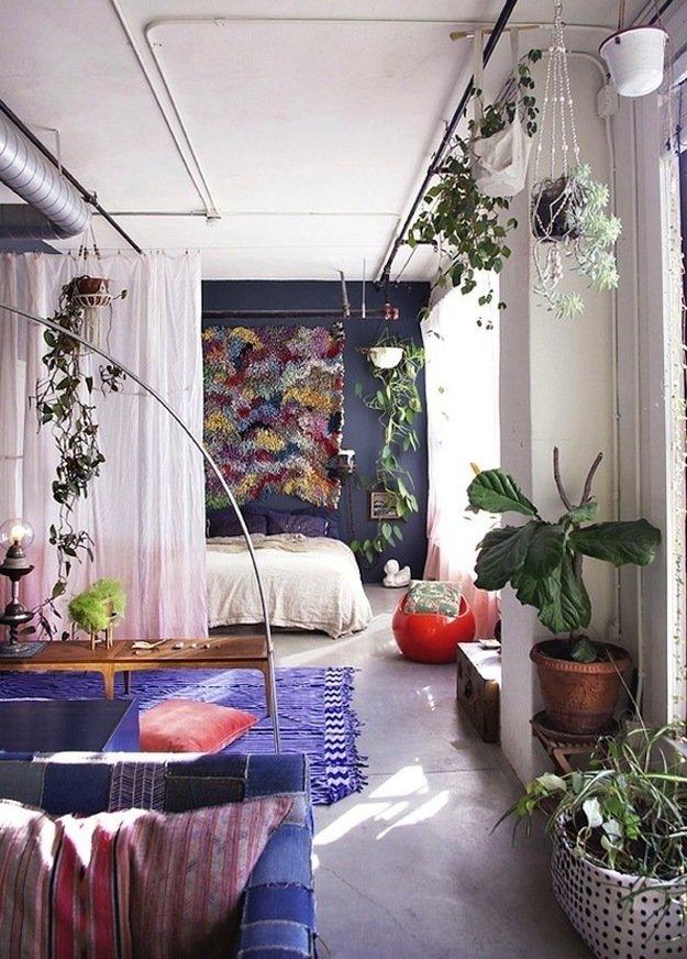 Спальня гостиная со шторой