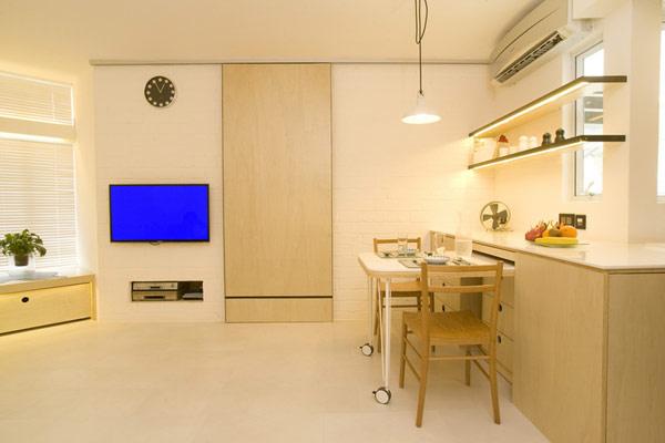 Кухонная зона с консольным столиком