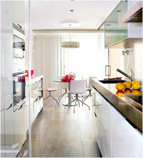 Интерьер узкой кухни фото