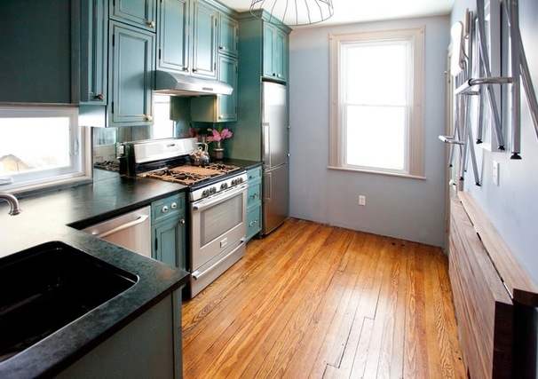 Маленькая кухня в бирюзовом цвете