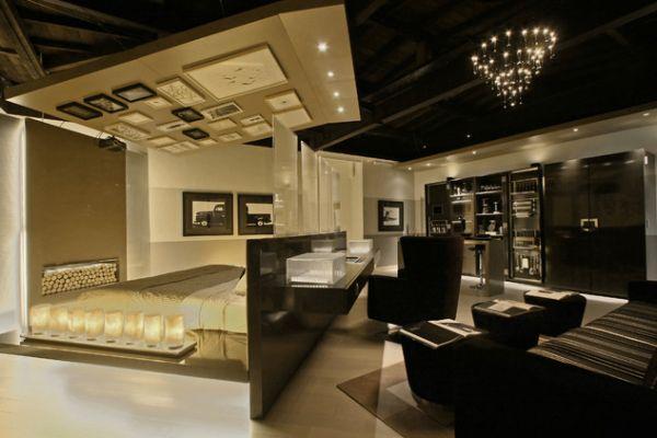 Интерьер квартиры-студии в чёрно-золотой палитре