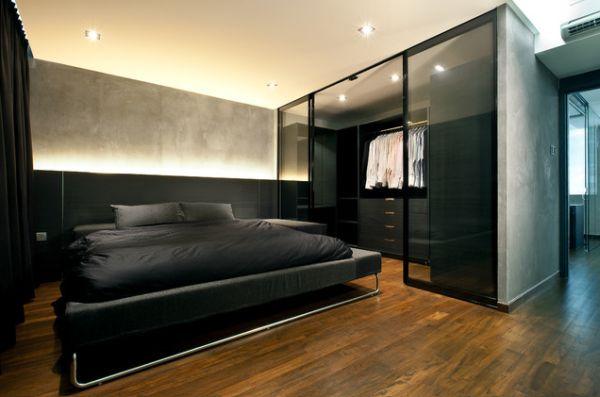 Гардеробная за стеклом в спальне