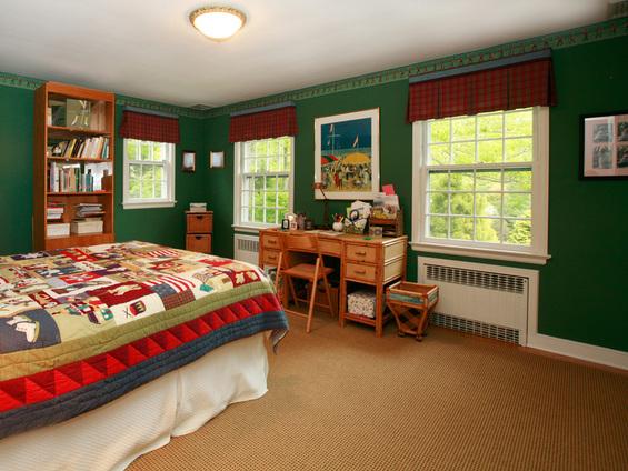 Красочные акценты в интерьере спальни