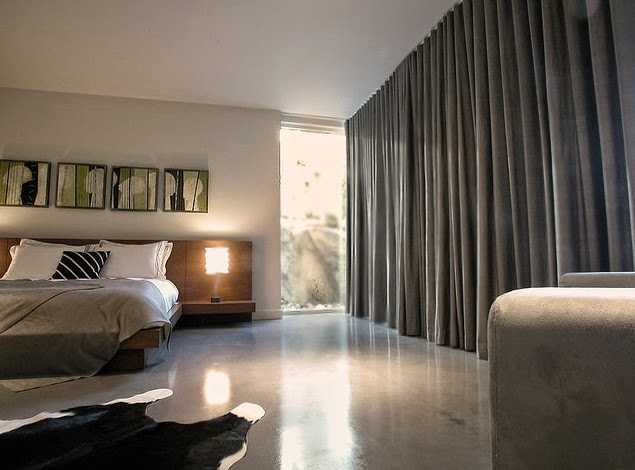 Штора на стене в спальне