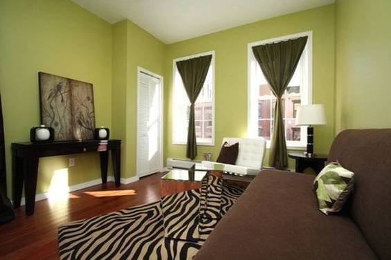 Интерьер гостиной в зелёной палитре