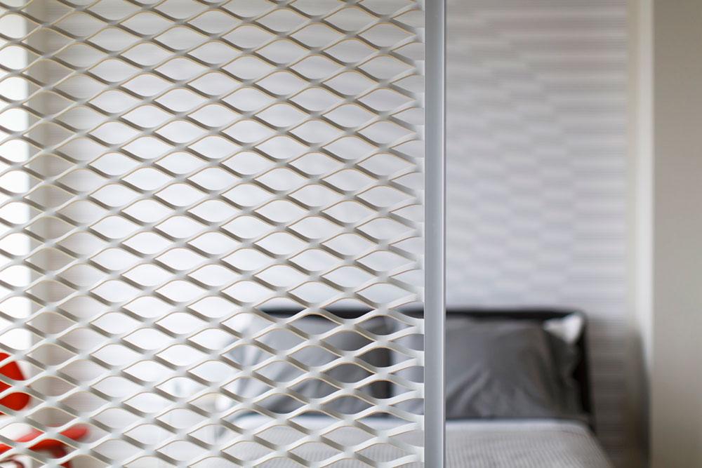 Ажурная перегородка в дизайне интерьера маленькой квартиры