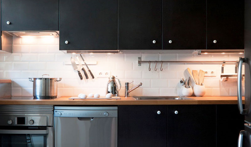 Интерьер кухни в чёрном цвете