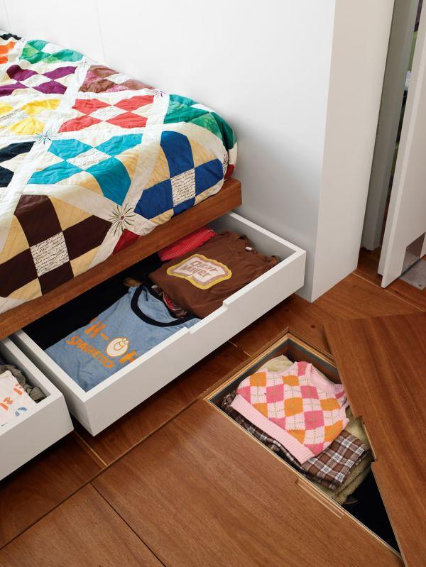 Выдвижные ящики в спальне