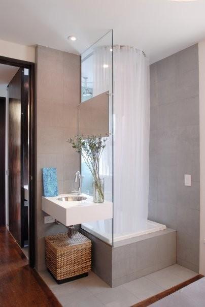 Стеклянная перегородка в маленькой ванной