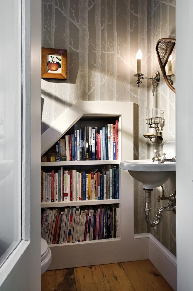 Книжные полки в ванной