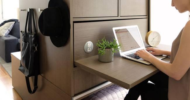 Выдвижной рабочий стол в маленькой квартире