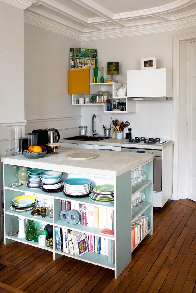 Компактная кухня с кухонным островом