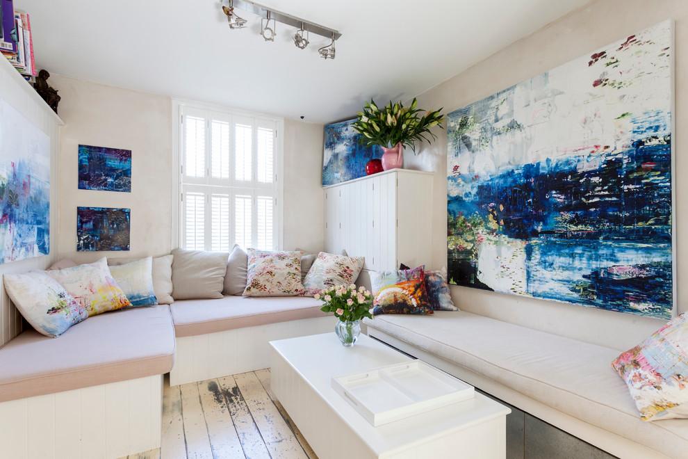 Картины в интерьере маленькой квартиры