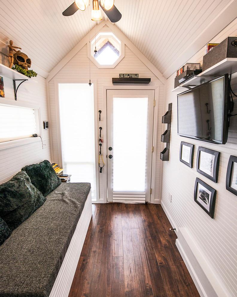 Прихожая маленькой квартиры-студии