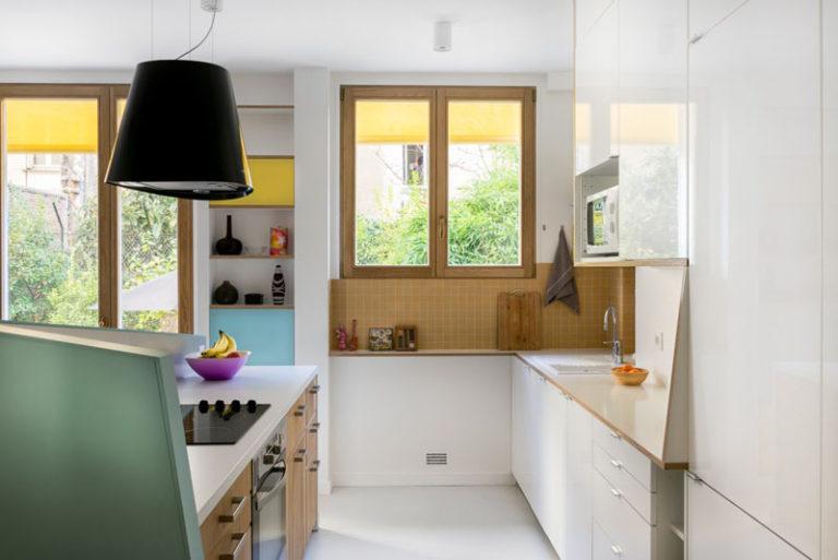 Идея интерьера кухни для маленьких квартир от MAEMA Architects