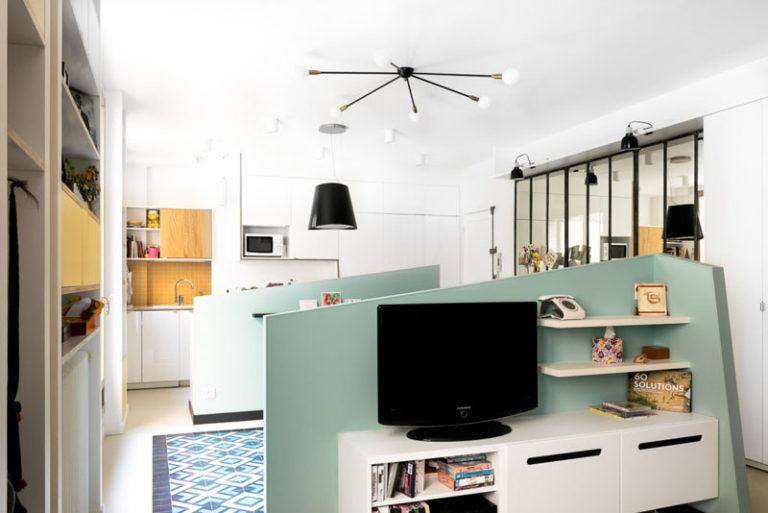 Идея интерьера гостиной для маленьких квартир от MAEMA Architects