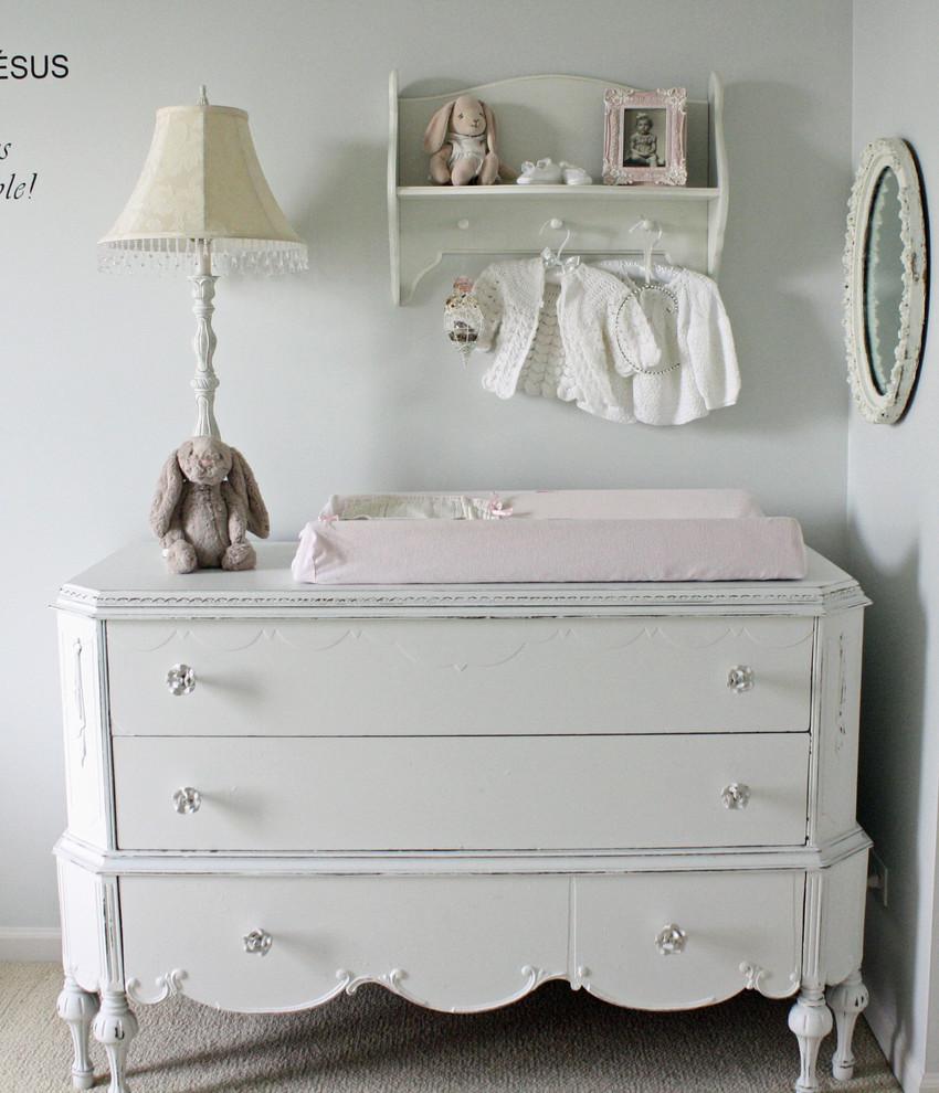 Детская в белом цвете на чердаке