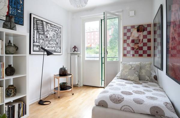 Спальня с выходом на балкон