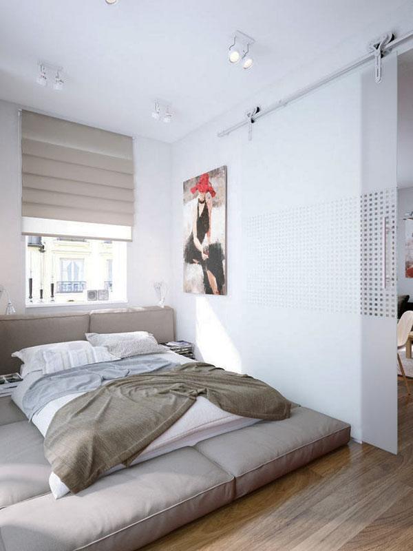 Большая кровать на полу