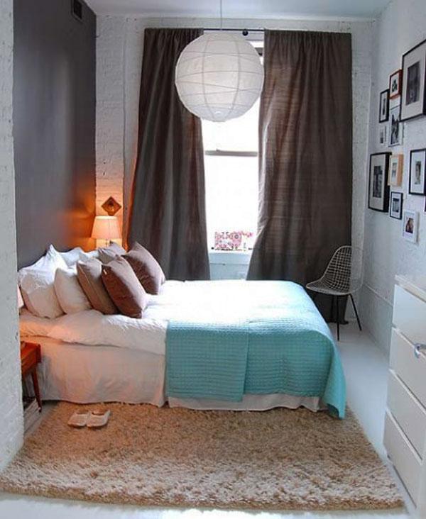 Тёмные шторы в спальне