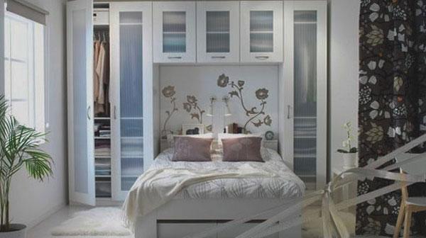 Мебельный гарнитур в нише спальни