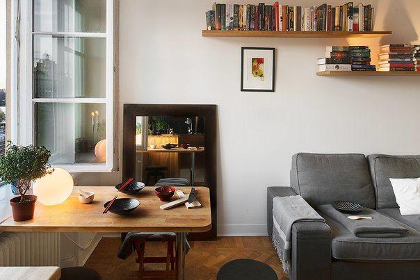 Откидной столик в гостиной