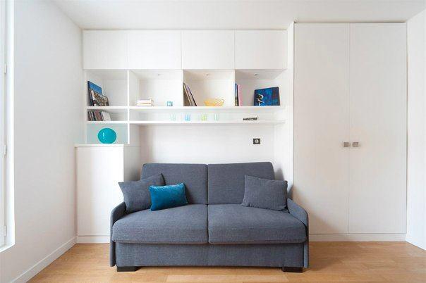 Компактный диван в гостиной