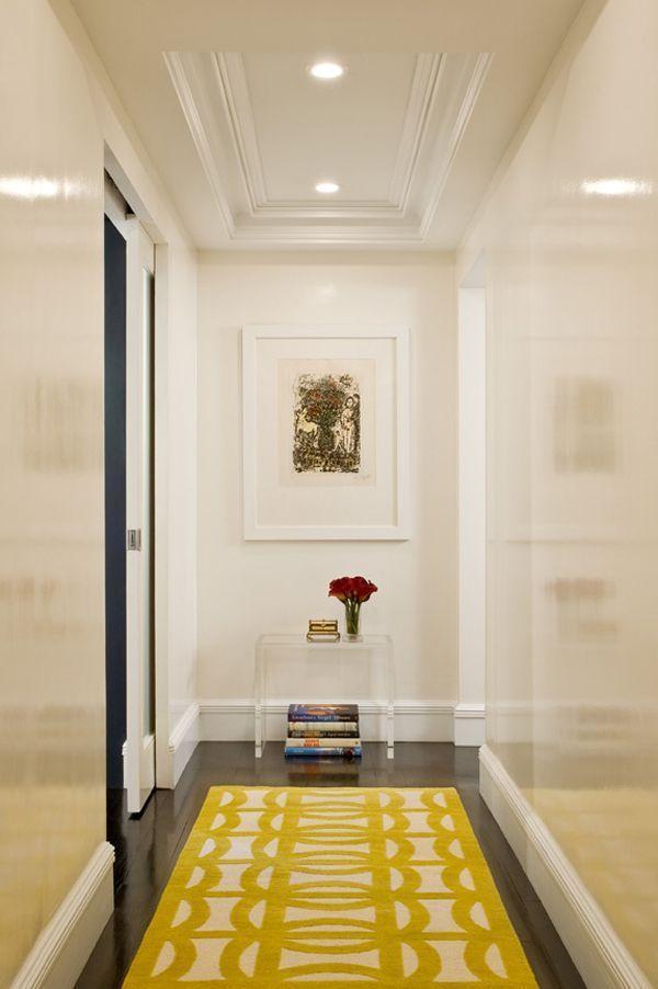 Глянцевые стены в коридоре